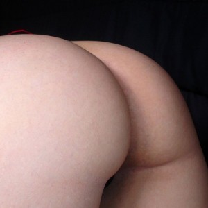 Kitty loves to show off her round naked tight ass